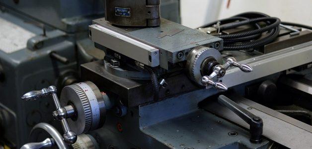 Jak dobierać wibroizolatory do maszyn przemysłowych? Przedstawiamy najważniejsze czynniki