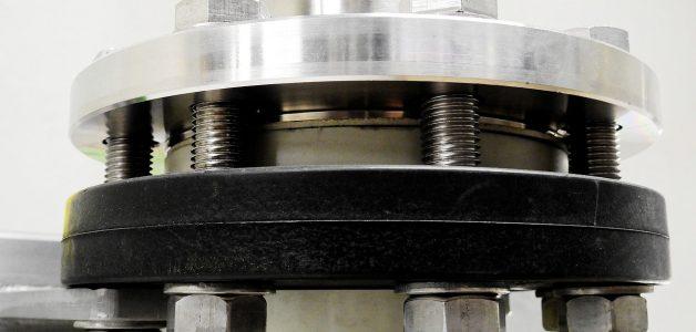 Jakie siły oddziałują na tuleje gumowe? Ta wiedza pomoże Ci w ich prawidłowym montażu!